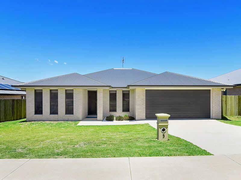 5 Radcliffe Crescent, Glenvale, Qld 4350