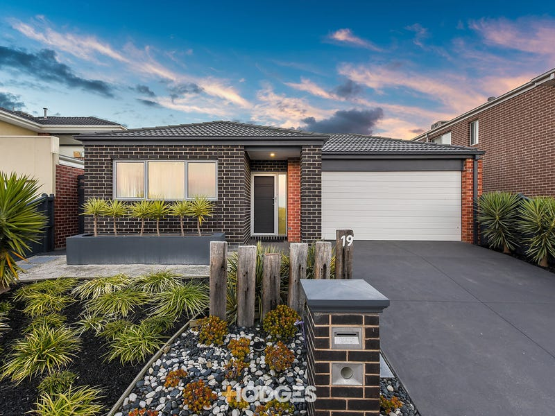 19 Maeve Circuit, Clyde North, Vic 3978