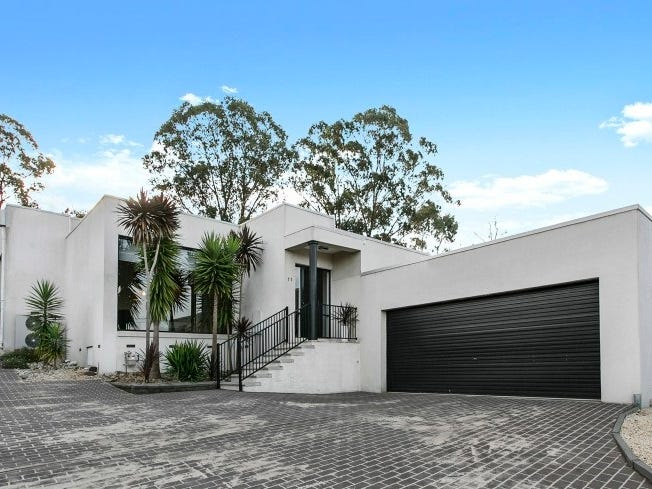 11 Balmoral Drive, Golden Square, Vic 3555