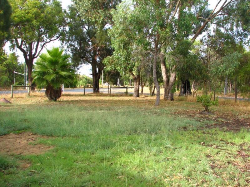 8 Noorumba Road, Barragup, WA 6209