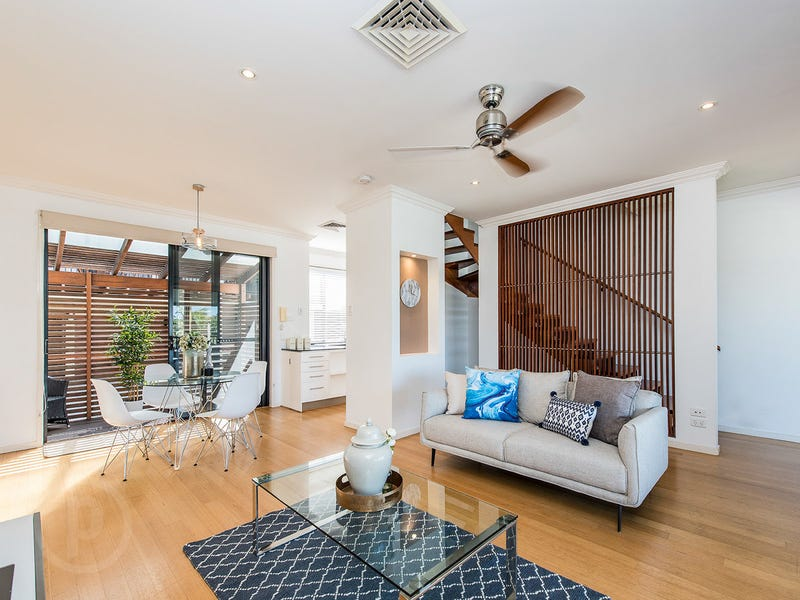 1/96 Railway Parade, Norman Park, Qld 4170