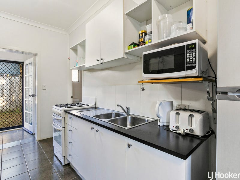 87 Dover Road, Redcliffe