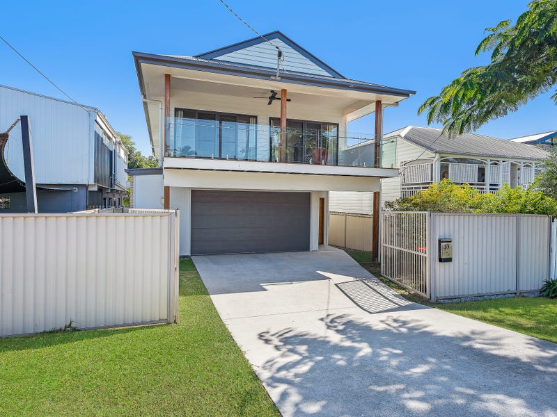 33 Victoria Avenue, Woody Point, Qld 4019