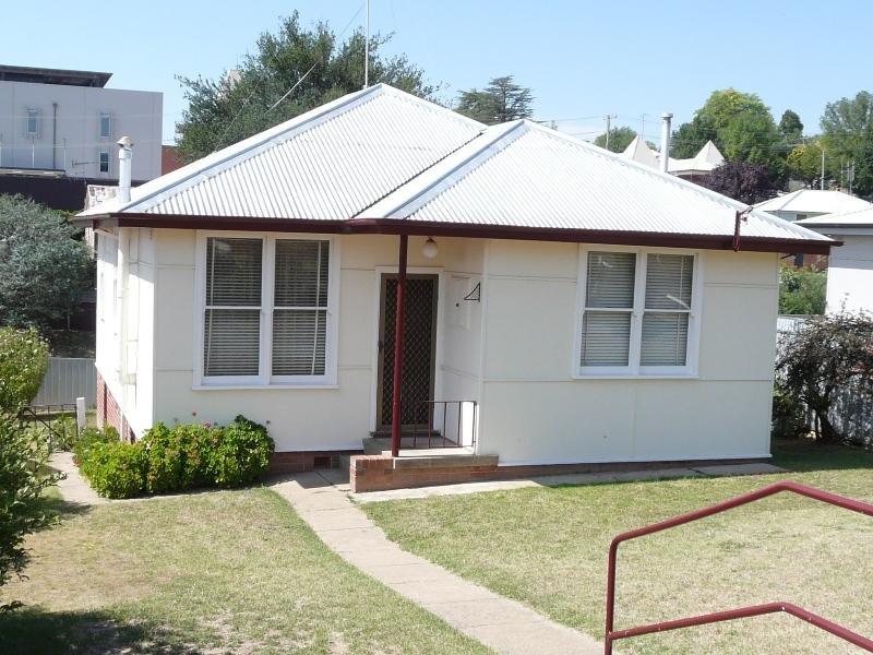 16 Beddie Street, Bathurst, NSW 2795