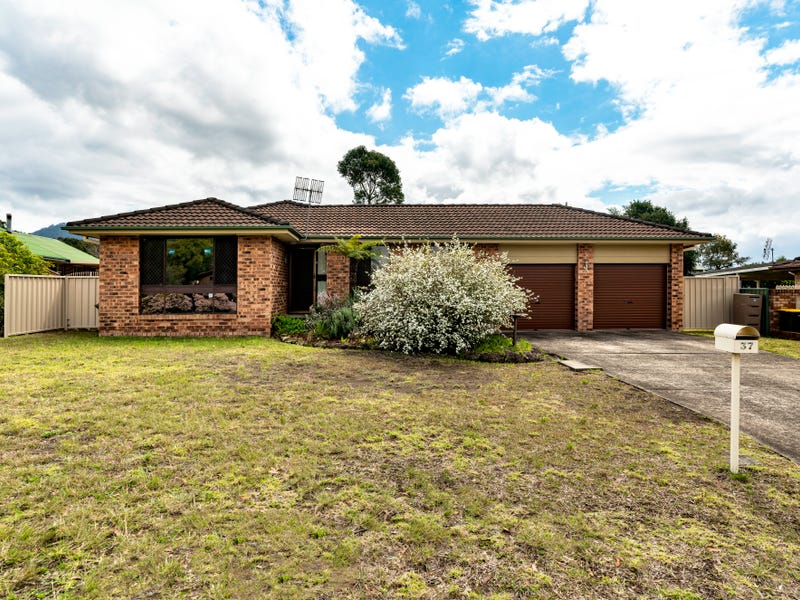 37 Cavalier Parade, Bomaderry, NSW 2541