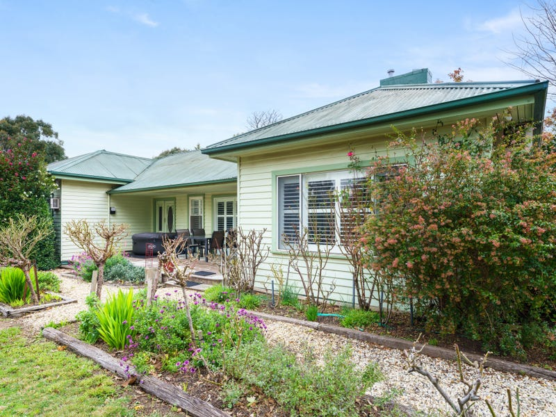 10 Garden Place, Romsey, Vic 3434