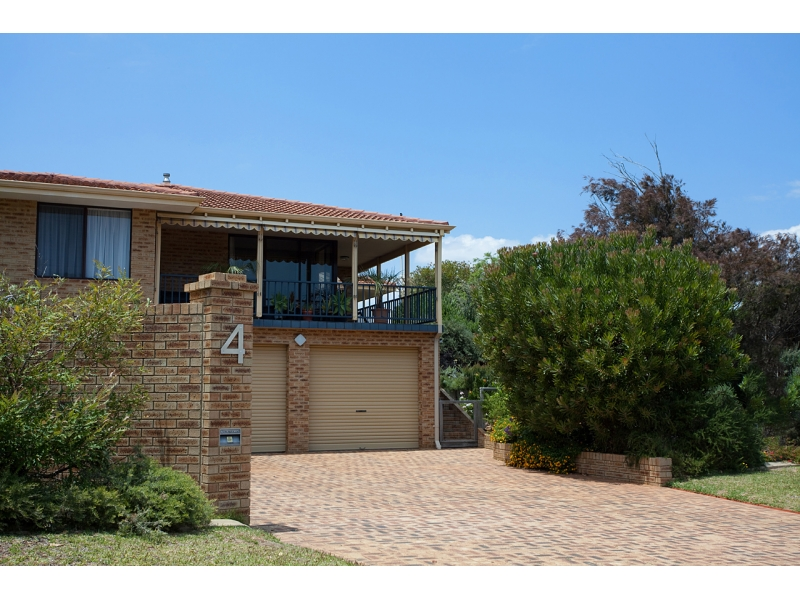 4 Carina Circle, Halls Head, WA 6210