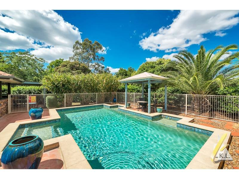 17 Kooralla Court, Karana Downs, Qld 4306