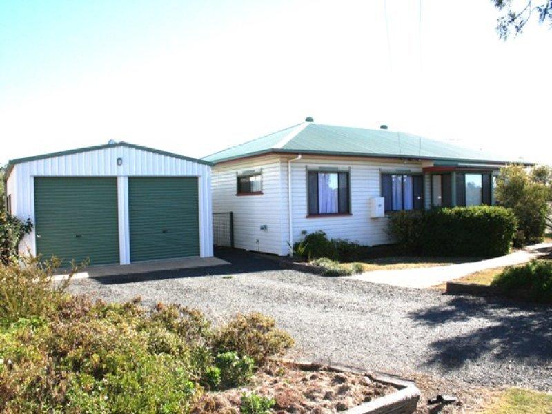 12 Toowoomba Road, Oakey, Qld 4401