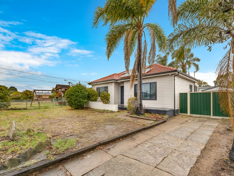 17 First Avenue Macquarie Fields Nsw 2564 Property Details