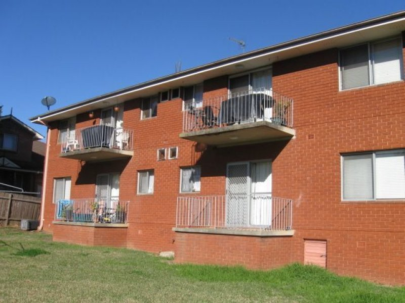 8 Condamine Street, Campbelltown, NSW 2560