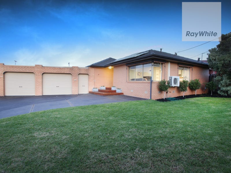 18 Snaefell Crescent, Gladstone Park, Vic 3043