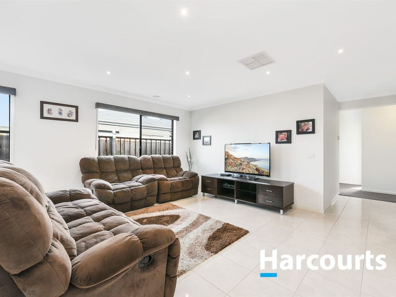 33 Fieldstone Crescent, Cranbourne North, Vic 3977