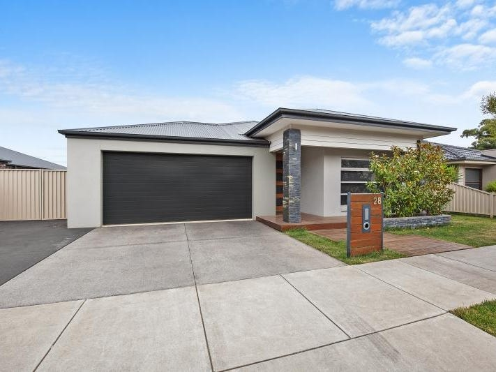 28 Kirby Avenue, Canadian, Vic 3350
