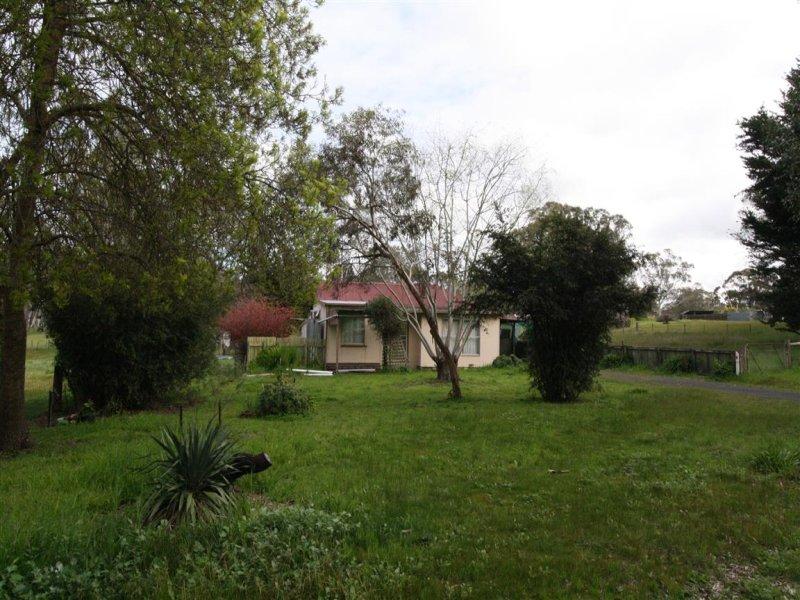 19 Benayeo Road, Apsley, Vic 3319
