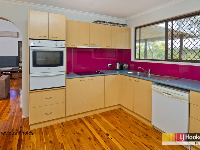 23 Chamberry Rd, Petrie, Qld 4502