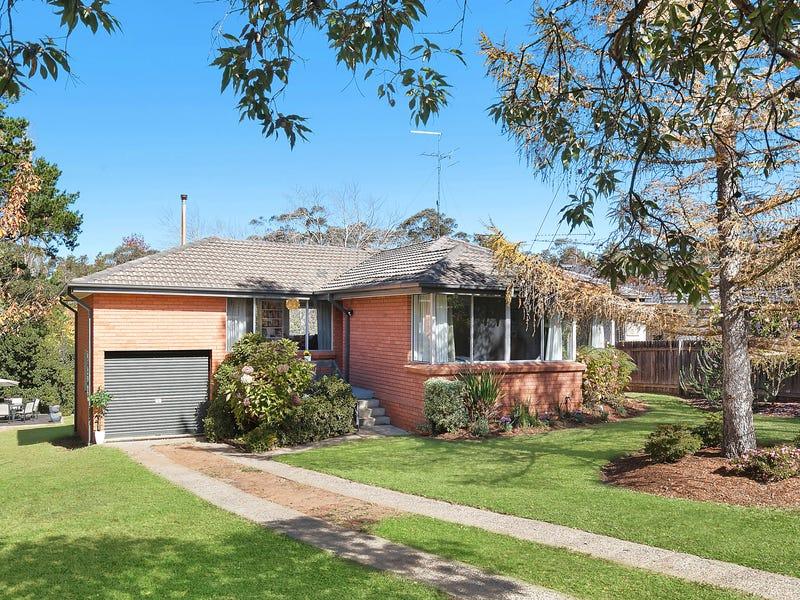 12 Pine Avenue, Wentworth Falls, NSW 2782
