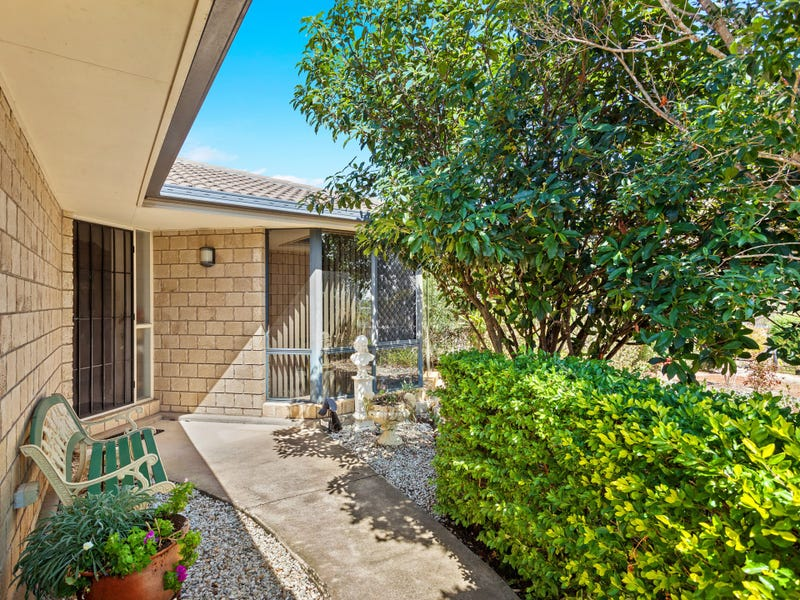 4 Helen Crt, Regency Downs, Qld 4341