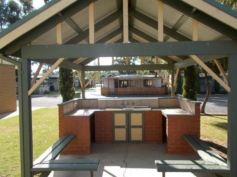 Cabin 71 Westside Caravan Park, Yarrawonga, Vic 3730