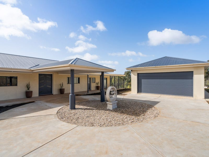 62 Riverview Drive, Moorong, NSW 2650