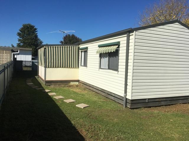 28 Lowe Street, Howlong, NSW 2643
