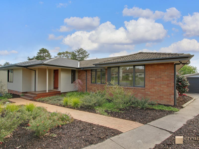 11 Douglas Place, Curtin, ACT 2605
