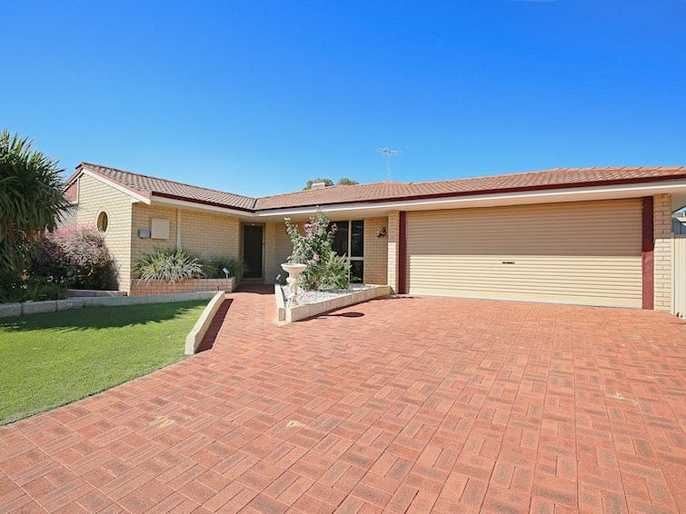 63 Sunningdale Chase, Meadow Springs