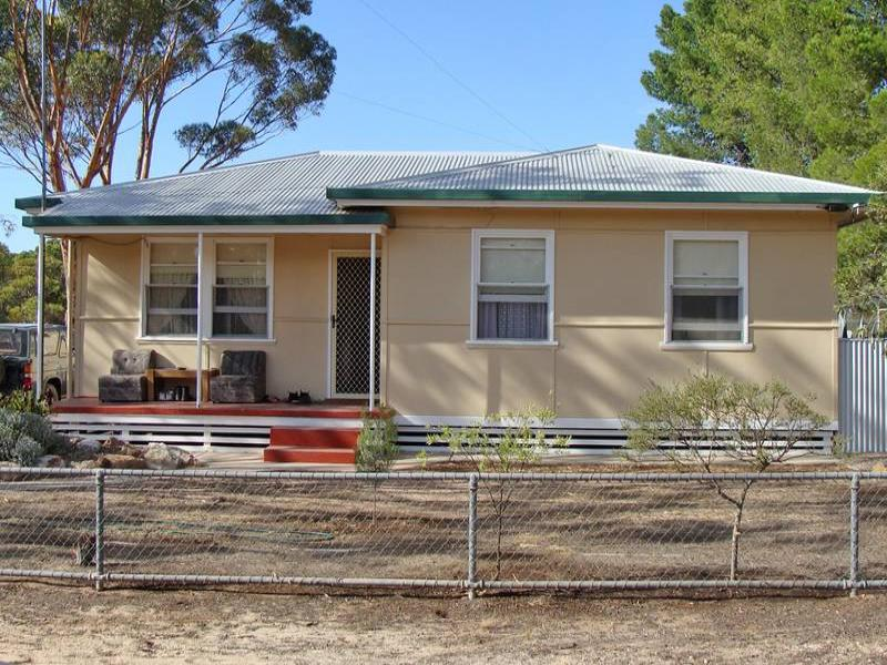 2 South Terrace, Lock, SA 5633
