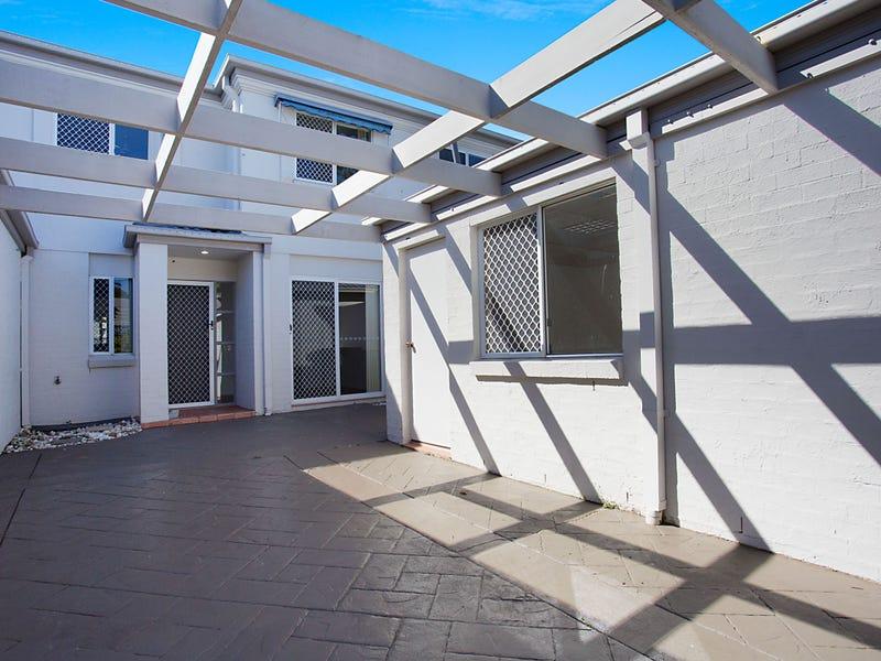 27/1 Bronberg Court, Southport, Qld 4215