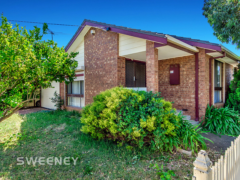 4 Baguley Crescent, Kings Park, Vic 3021
