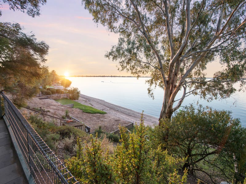 27 Hayes Road, Lake Boga, Vic 3584