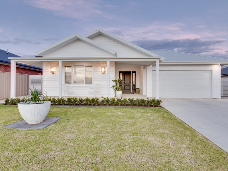27 Sturrock Drive, Boorooma, NSW 2650