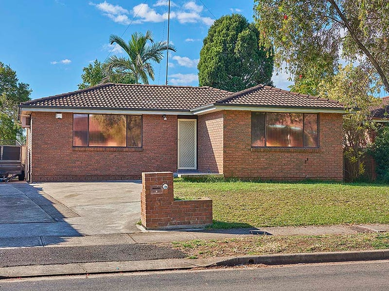 4 Wayne st, Dean Park, NSW 2761