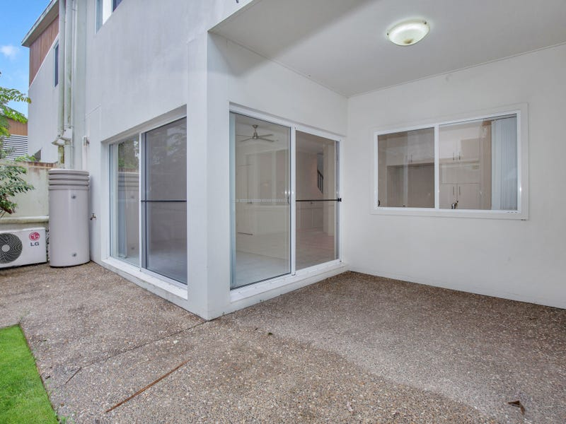 2/127 Pohlman Street, Southport, Qld 4215