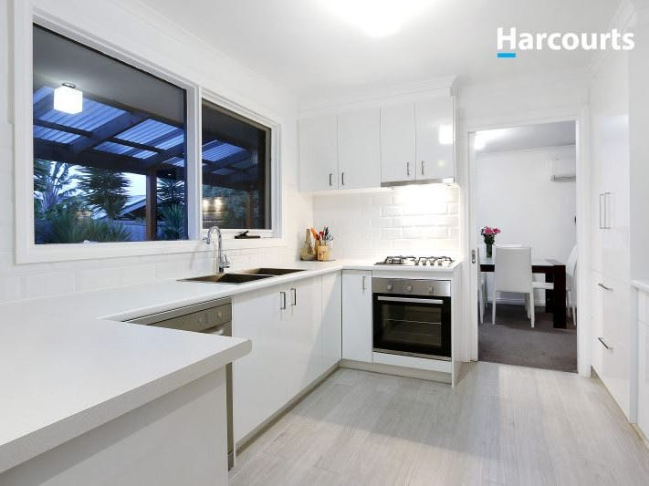 8 Deanswood Drive, Somerville, Vic 3912