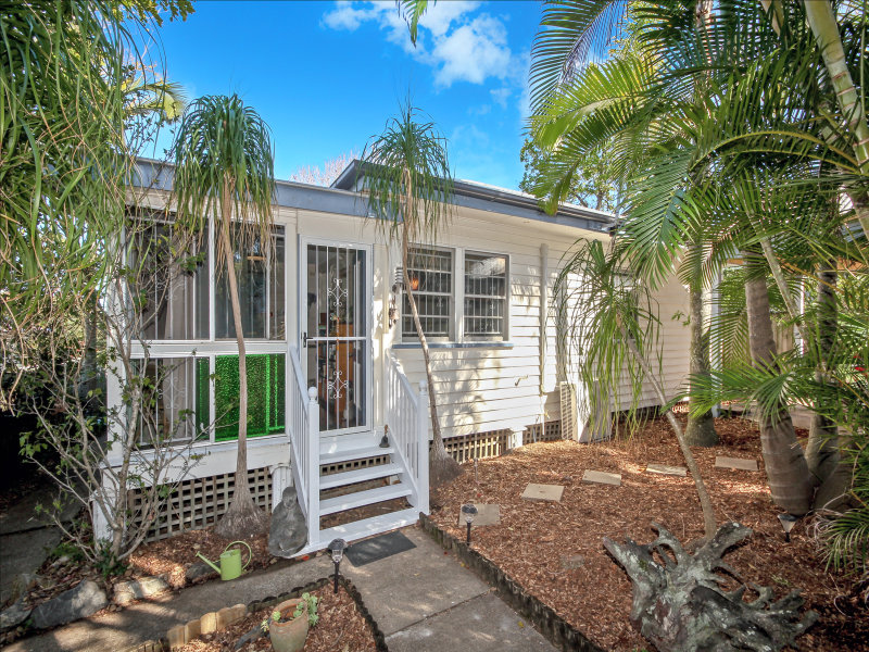 11 Rowton Street, Holland Park, Qld 4121