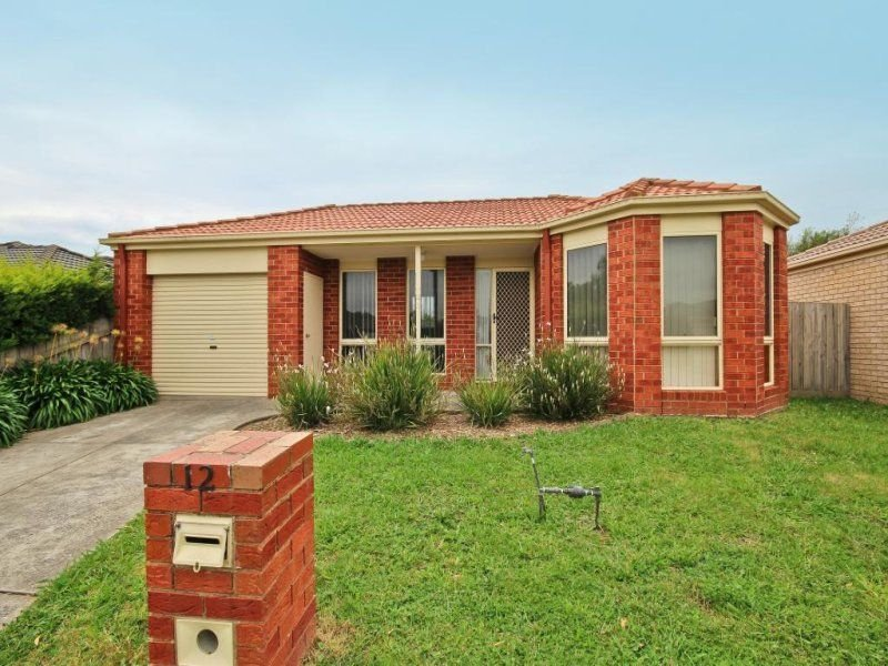 12 Cambridge Close, Cranbourne