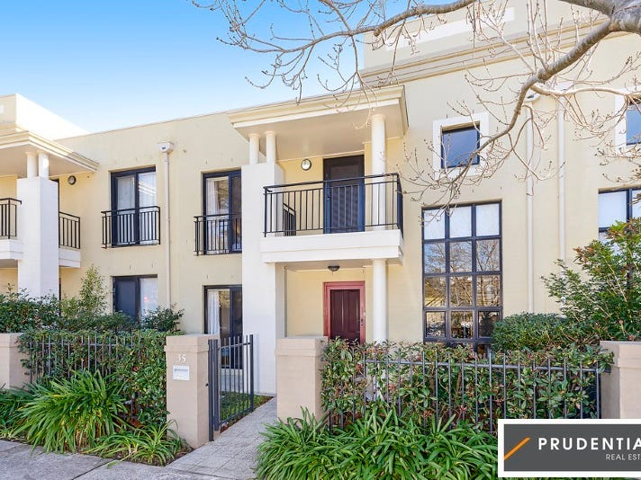 35 Parkside Cres, Campbelltown, NSW 2560