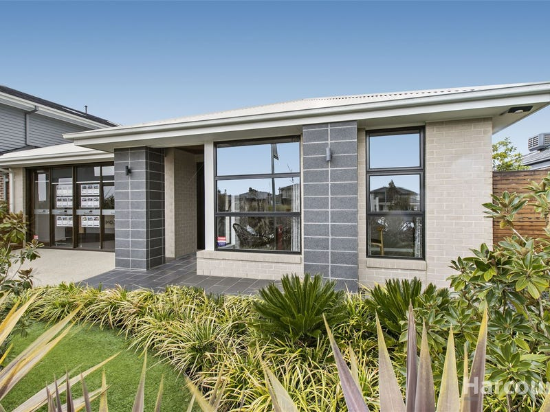 8 Callow Ave, Clyde North, Vic 3978