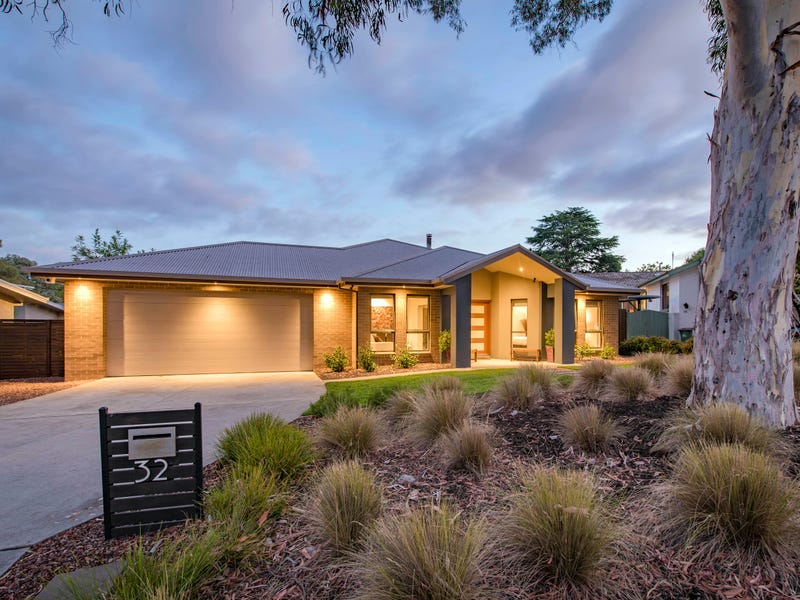 32 Charteris Crescent, Chifley, ACT 2606