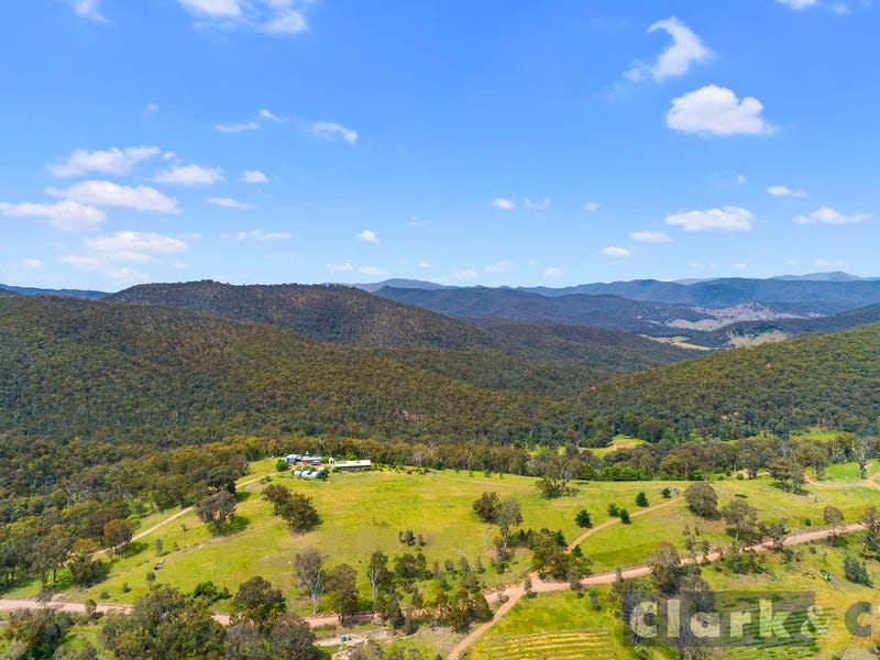 534 Three Chain Road, Boorolite, Vic 3723