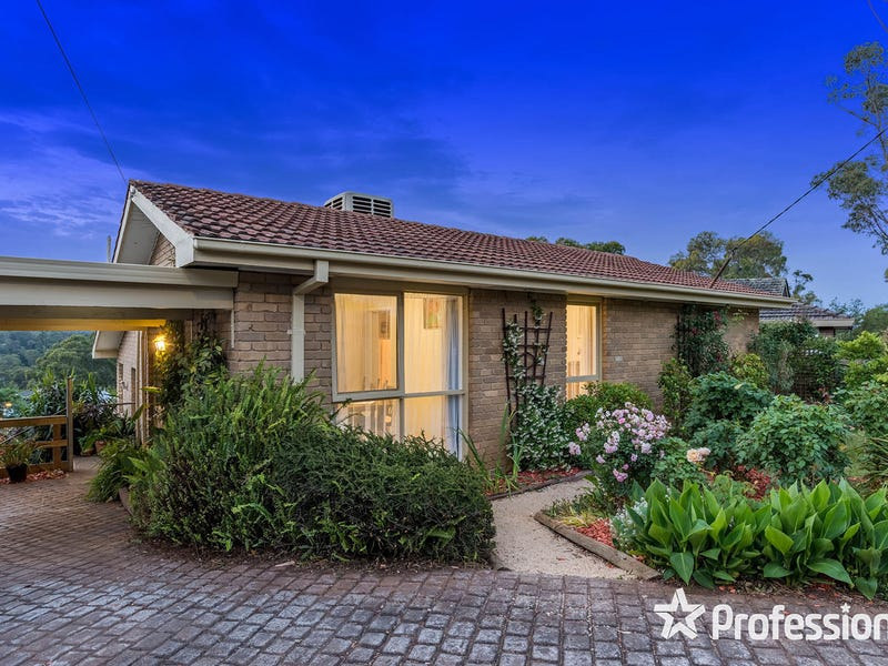 10 Meadow Court, Wandin North, Vic 3139