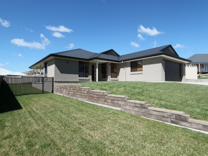 7 Blackwood Close, Bathurst, NSW 2795