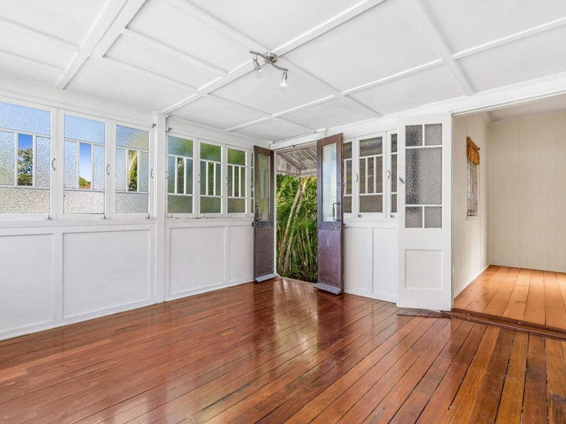 688 Logan Rd, Greenslopes