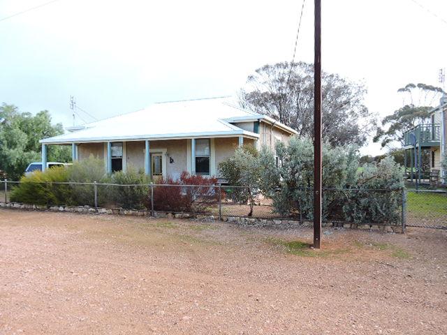 8 church street, Willowie, SA 5431