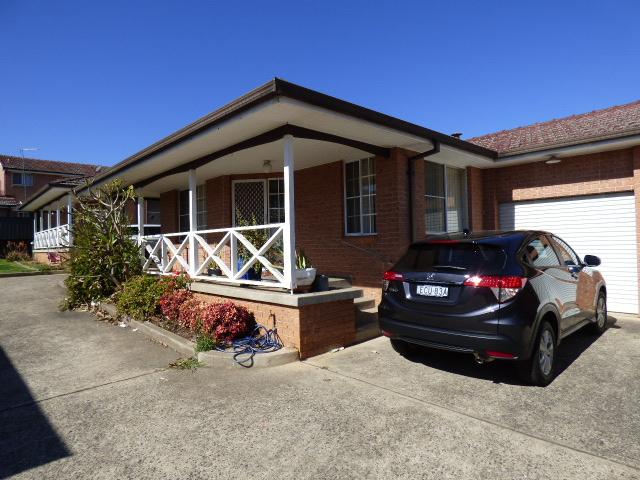3/8 Kent St, Minto, NSW 2566