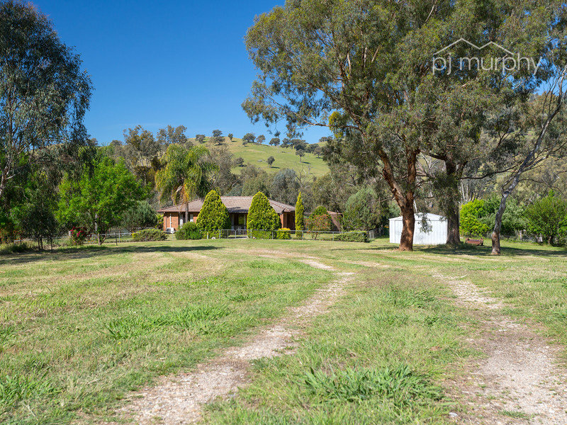 657 Sandy Creek Road, Sandy Creek, Vic 3695