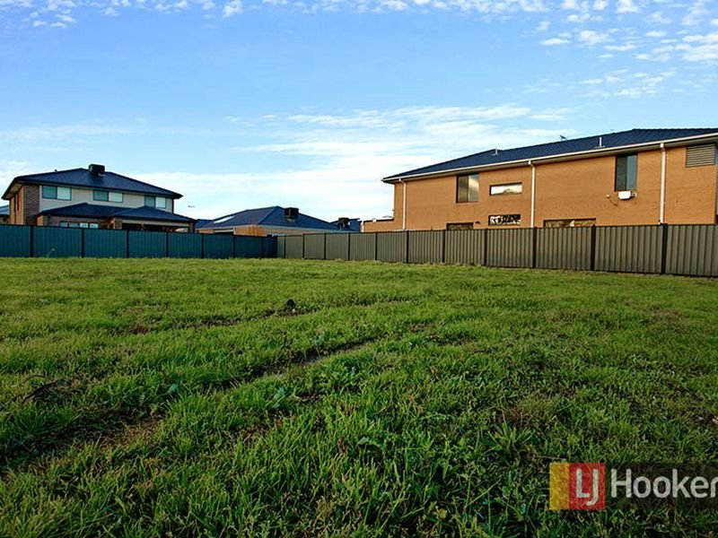 12 Maple Leaf Cres, Point Cook, Vic 3030