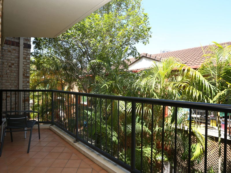 8/27 Chester Terrace, Southport