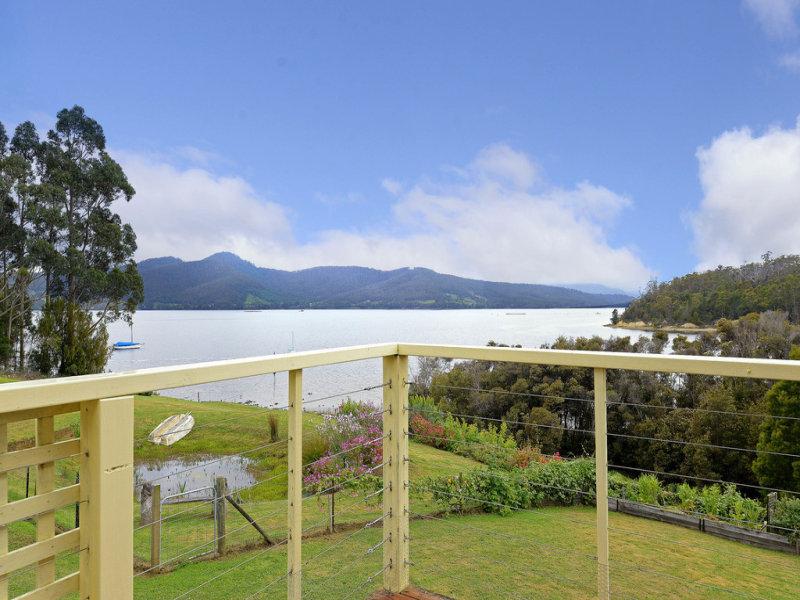 10 Smiths Road, Surges Bay, Tas 7116